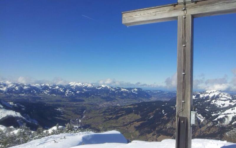 Blick ins Ostrachtal vom Gipfelkreuz Ornach   Haus Alpenblick in Oberjoch