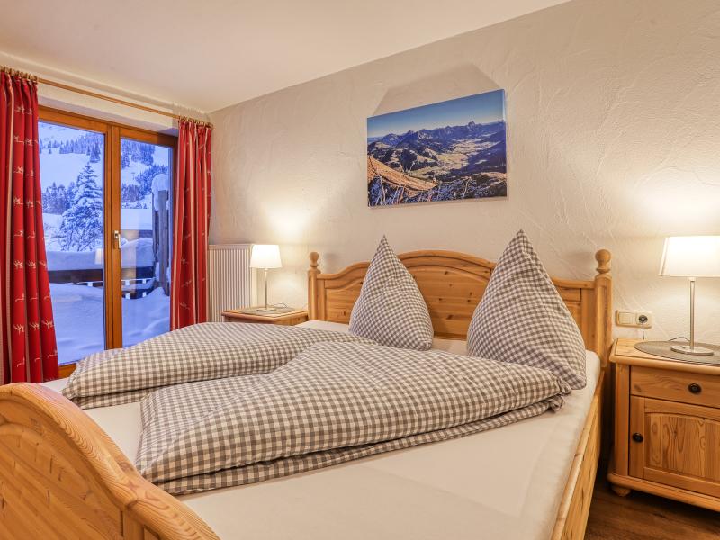 """Schlafzimmer in der Ferienwohnung """"Tirol""""   Haus Alpenblick in Oberjoch"""